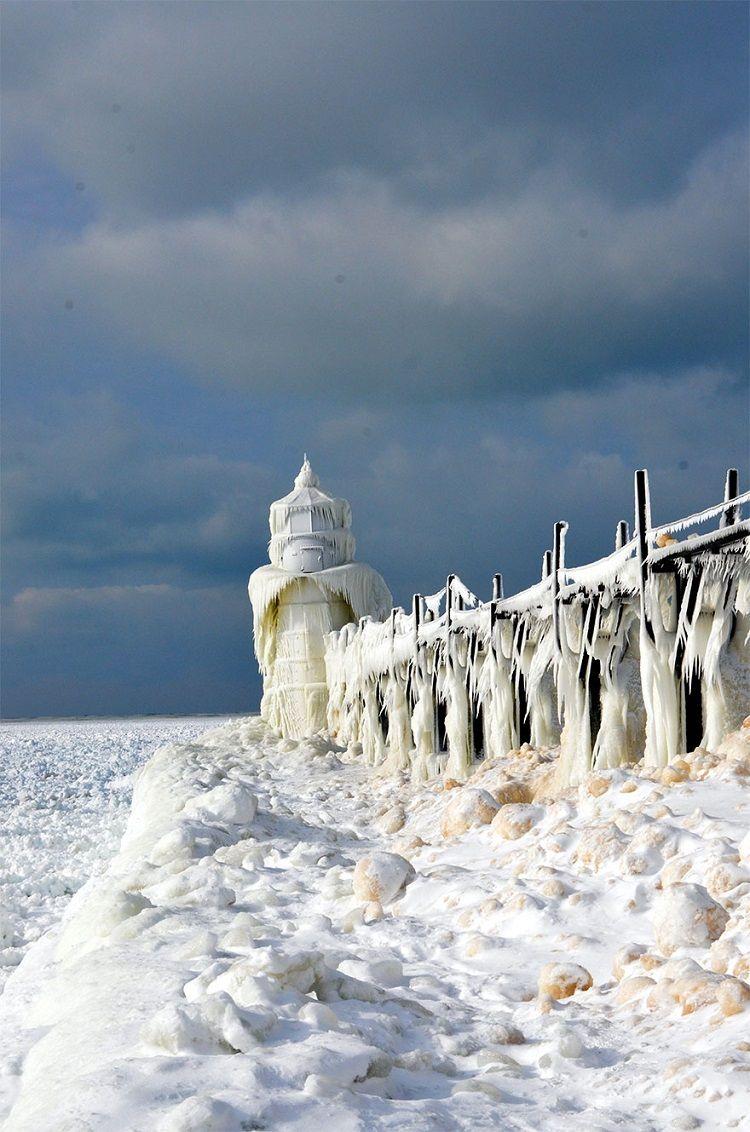 نمای سورئال یخهای شگفتانگیز دریاچهی میشیگان